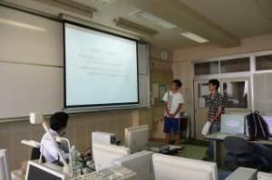 学生による事業提案書発表の様子