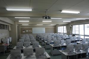 LED照明化後の学内