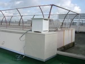 屋上に設置されたCO2濃度測定器